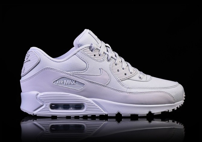 best loved 09e49 bbcb0 NIKE AIR MAX 90 ESSENTIAL WOLF GREY per €117,50 | Basketzone.net