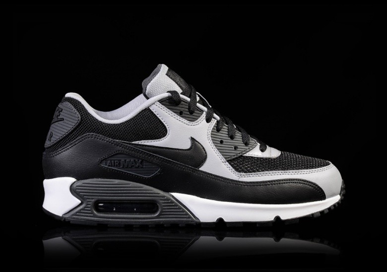 Women's Nike Air Max 90 Essential Availability: Out of stock $110.00