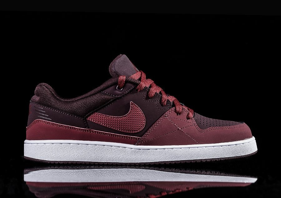 NIKE PRIORITY LOW MAROON